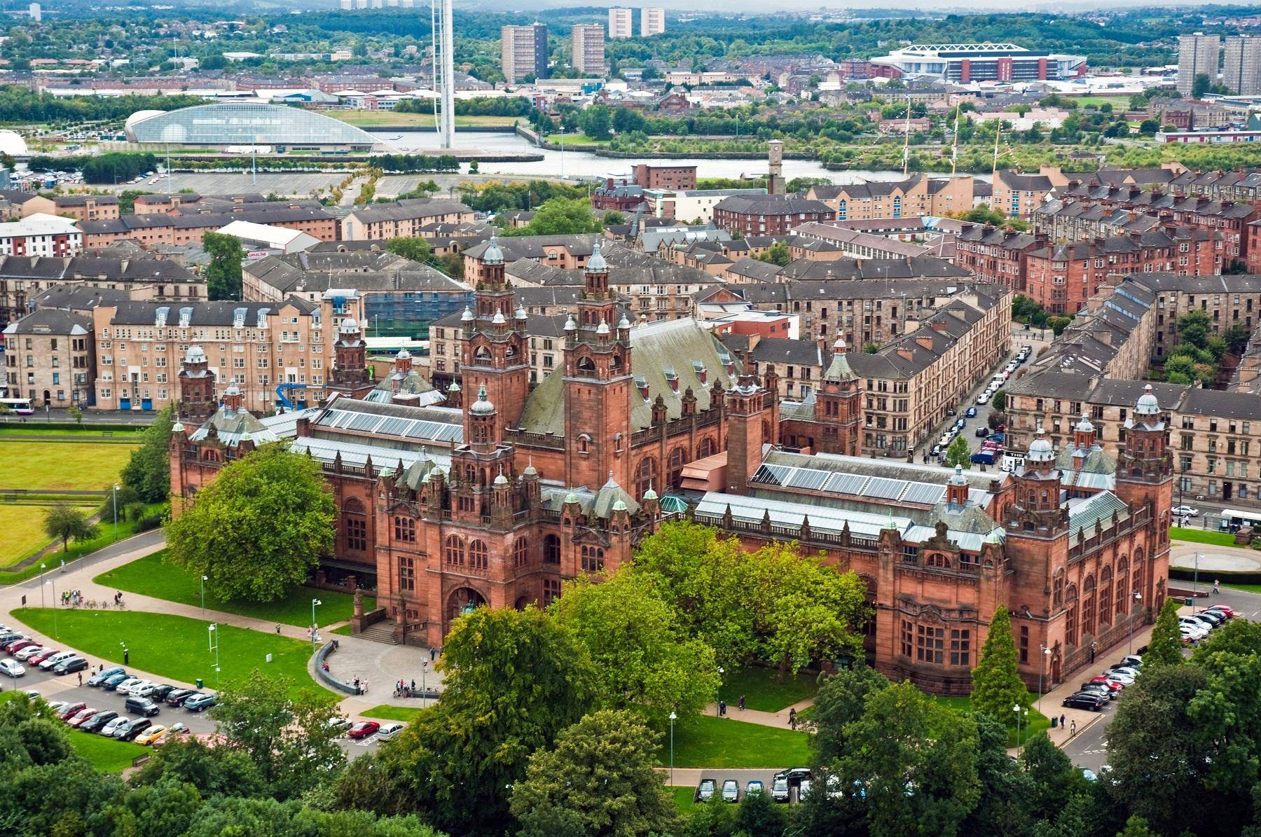 Kelvingrove_Art_Gallery_and_Museum_from_the_Glasgow_University_tower,_11_Sept._2010_-_Flickr_-_PhillipC